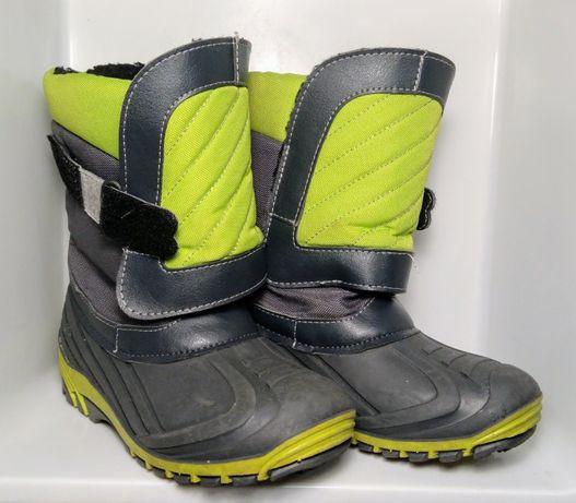 Zimowe, ocieplane buty dla dziecka. Śniegowce