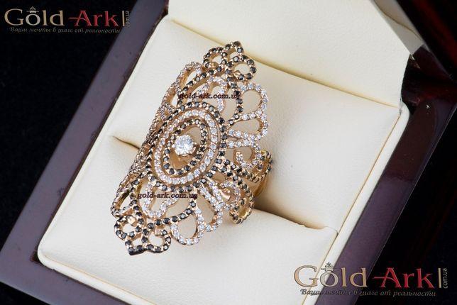Золотое женское кольцо.