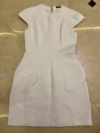 Нарядное платье белого цвета