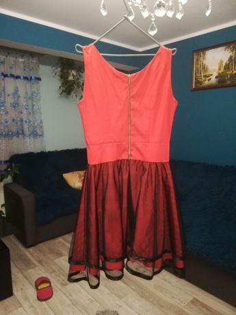 Sukienka czerwona rozkloszowana S