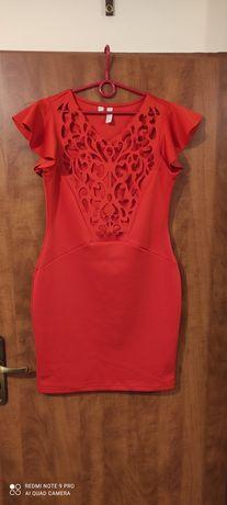 Sukienka koktajlowa z ażurowym dekoltem