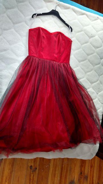 Piękna czerwona sukienka, studniòwka, wesele, roz. S, 34, stan idealny