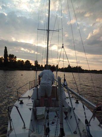 Яхта парусная гоночно-крейсерская