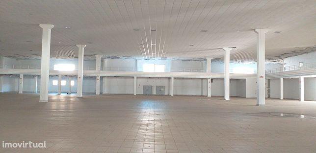 Arrendar excelente  armazém  2000 m2, licenças Sintra