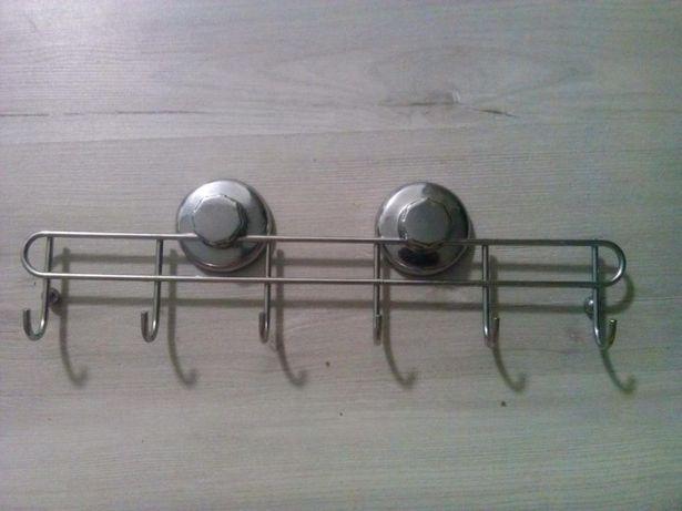 Фурнитура-крючки для кухни или ванной.