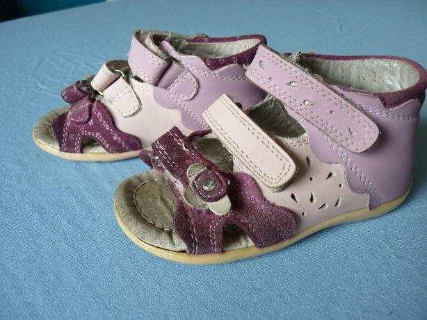 Sandałki skórzane Junior Kids roz. 22, dł. wkładki 14,3 cm