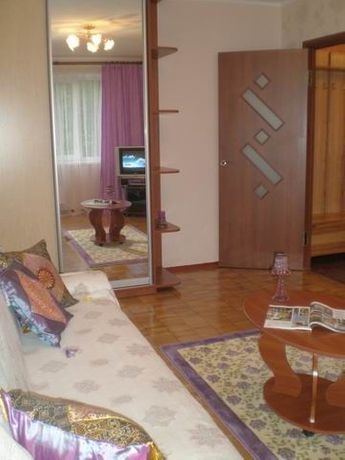 Посуточно 1-комнатная возле метро Героев Днепра – 5 минут пешком