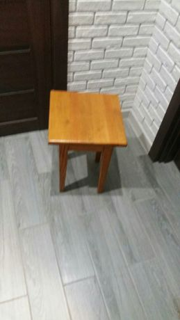 Продам  табуреткі деревяні