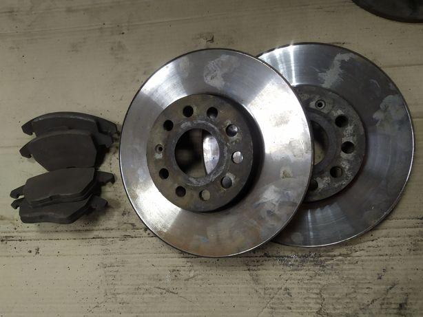 Передние тормозные диски и колодки skoda octavia, audi a3, golf