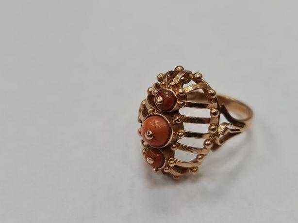 Wyjątkowy złoty pierścionek damski/ Korale/ 585/ 7.52 g/ R21/ PRL