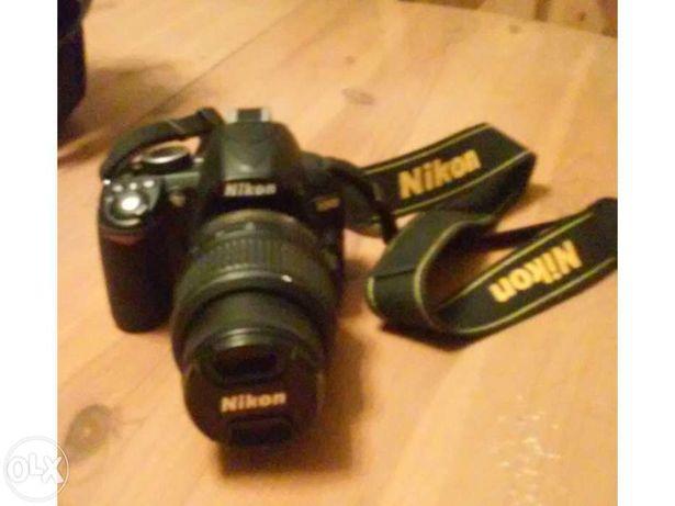 Máquina fotográfica nikon 3100 com duas objectivas