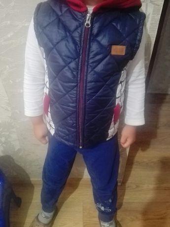 Детская жилетка +штаны комплект