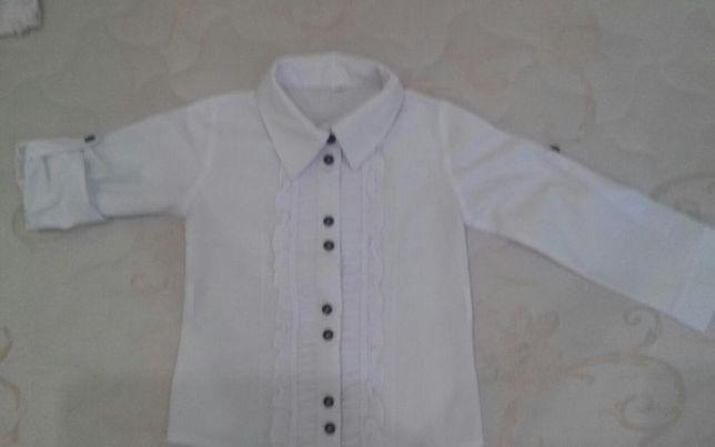 Продаю школьную блузку трансформер для девочки 1-2 классов