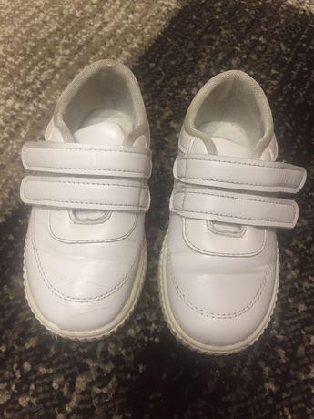 Продам кроссовки для девочки, стелька 16,5 см