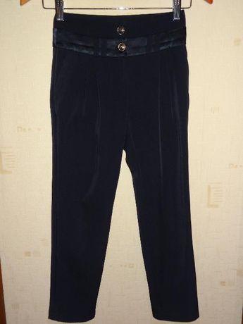 Школьные брюки, юбка, жилет для девочки 9-10 лет. Блузки в подарок