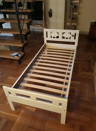 Łóżko dla dziecka 70 x 160 cm z materacem + prześcieradła (Ikea)