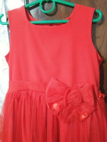 Красивое платье в комплекте идёт болеро.