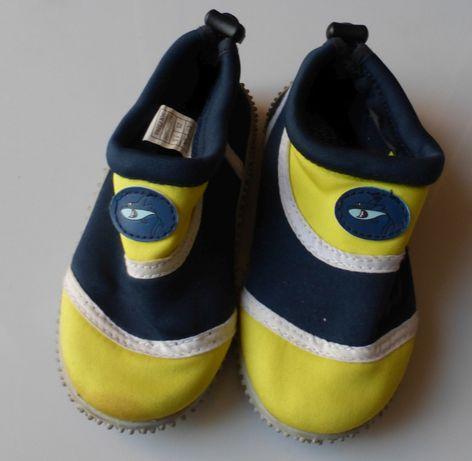 Buty do wody na plażę granatowe 25 dla chłopca buciki kamienie pływani