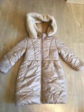 Бежево пальто Mayoral на дівчинку 5 років.
