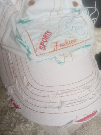 Nowa cena Nowa czapka z jeans z przetarciami i ozdobami