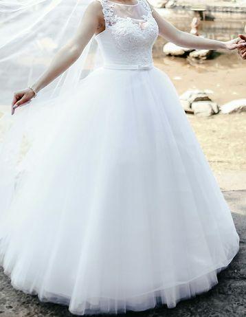 Весільна сукня._