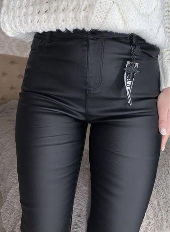 Кожаные матовые утеплённые штаны джинсы скинни из эко кожи с