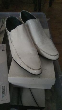 2 pares sapatos de homen 42/43