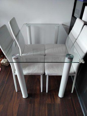 Szklany stół i 4 krzesła białe