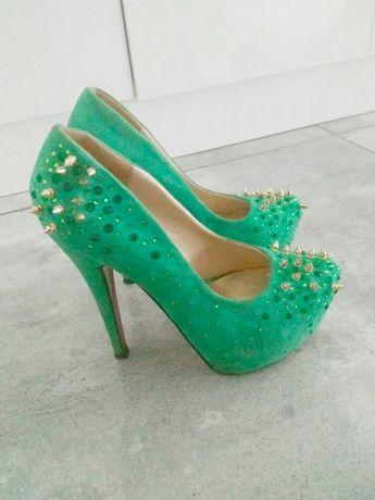 Piękne buty. Cyrkonie.