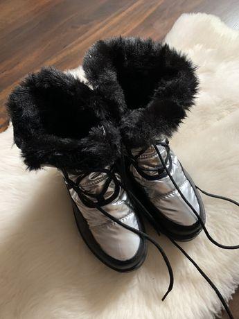Srebrne śniegowce kosmiczne buty futerko czarne ciepłe zimowe 38