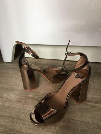 Туфли Stradivarius 37размер