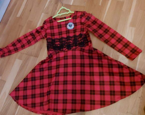 Sukienka czerwona w kratę 140