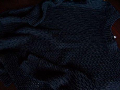 Fajny czarny sweter