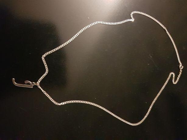 Srebny łańcuszek z literka