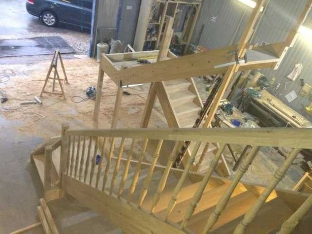 Изготовление и монтаж деревянных лестниц на второй этаж