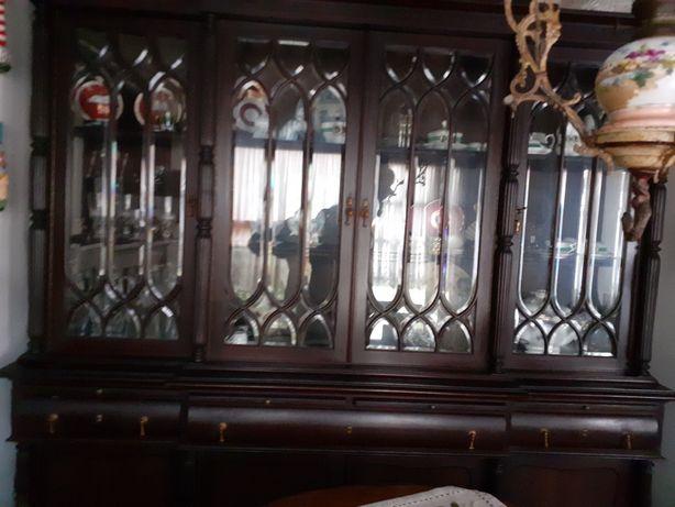 Móvel de sala com vitrina