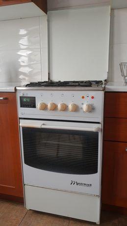 Kuchenka gazowa z elektrycznym piekarnikiem