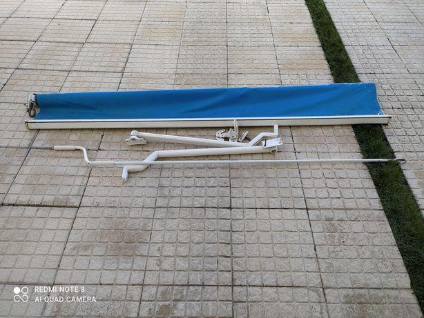 Toldo azul usado