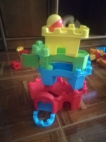 Brinquedo: Castelo com bola