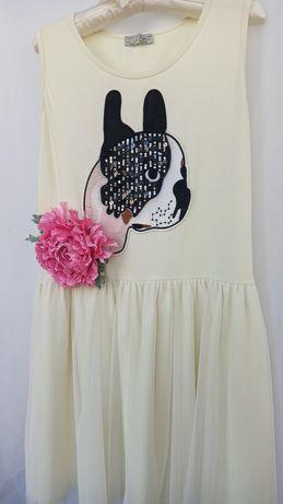 Красивое платье для девочки и цветок-брошь
