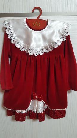 Платье велюровое,красное, на 4-6 лет.