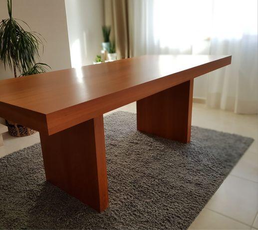 Mesa de sala de madeira