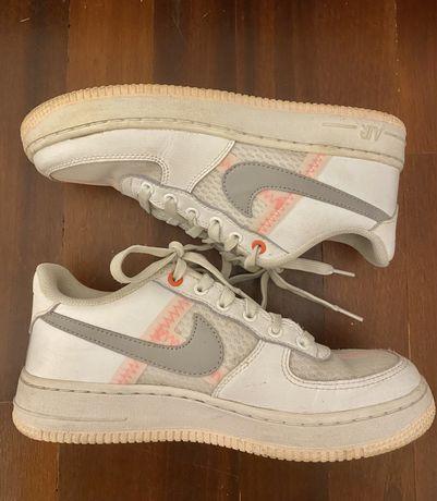 Nike Air Force em Bom Estado