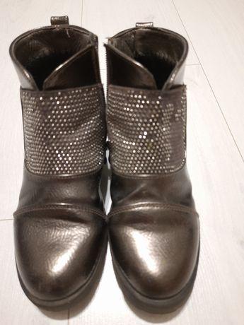 Дитячі ботинки на дівчинку