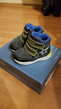 Продам ботинки geox 23размер
