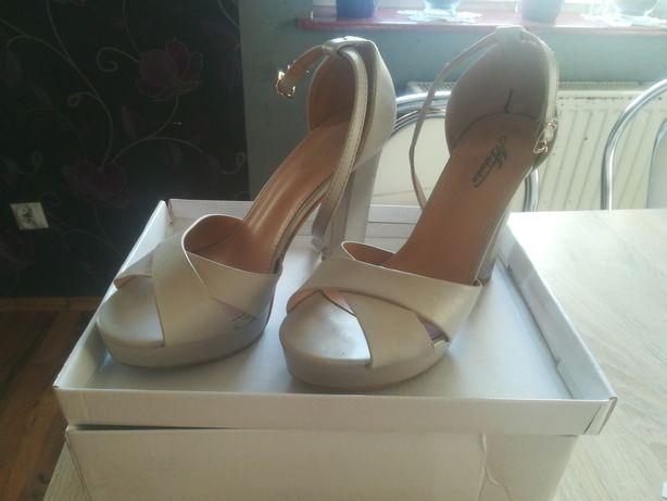 Sandałki slupek