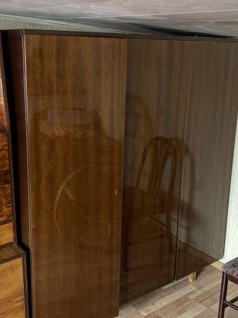 Szafa trzy drzwiowa na wysoki połysk