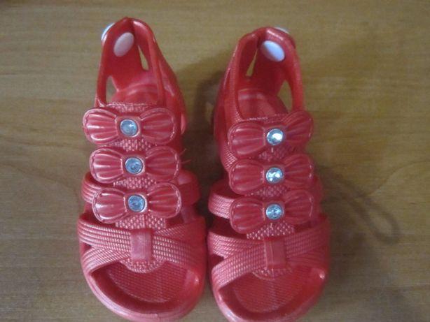 Продам детскую обувь на девочку