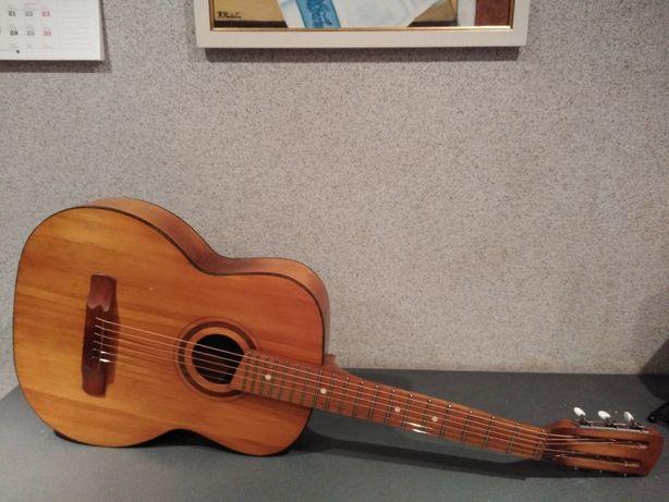 Szeroki gryf 47mm Wspaniała gitara akustyczna lata 80-te Pięknie brzmi