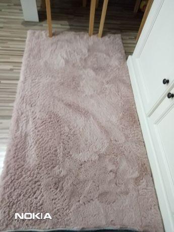 Piękne dwa dywany pluszowe